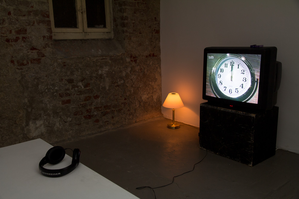 Bjørn Melhus: Good Morning New World, Video, 2000, Installation Example at Galerie Patrick Ebensperger, 2013